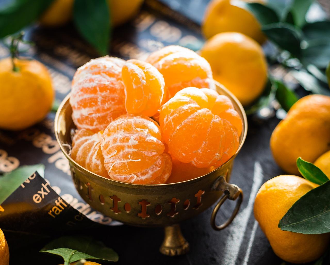 El principal elemento que da ese tono naranja a esos comestibles es el betacaroteno