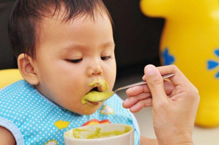 ¿Es seguro recalentar la comida de tus bebes en el microondas?