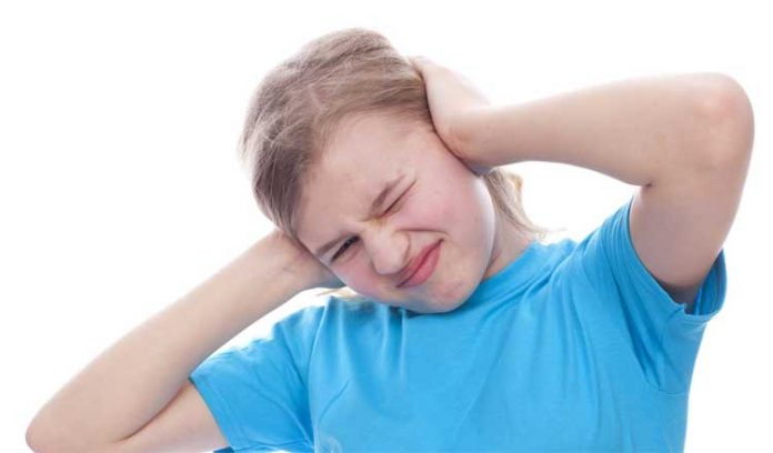 ¿Cómo sacar el agua de tus oídos rápidamente?