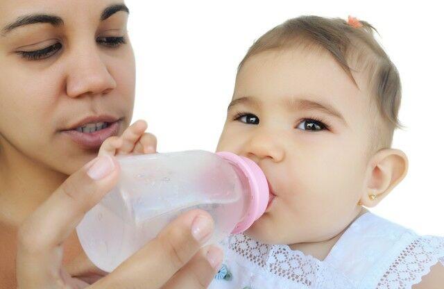 ¿Cuándo dar agua al bebé?