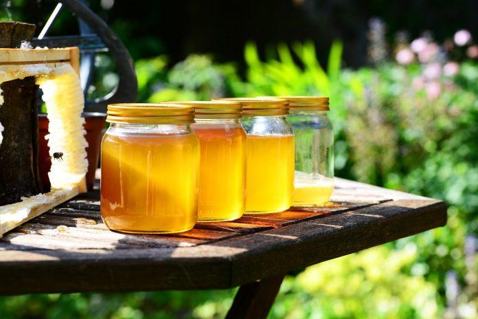 ¿Por qué todos deberíamos tener miel en casa?